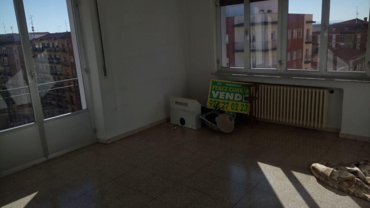 PISO EN CALLE TOLDEDO ESQUINA AVENIDA PORTUGAL (REF: 5) - foto 21 099cc911-eb4c-4377-b2a3-24f684a6026e.jpg