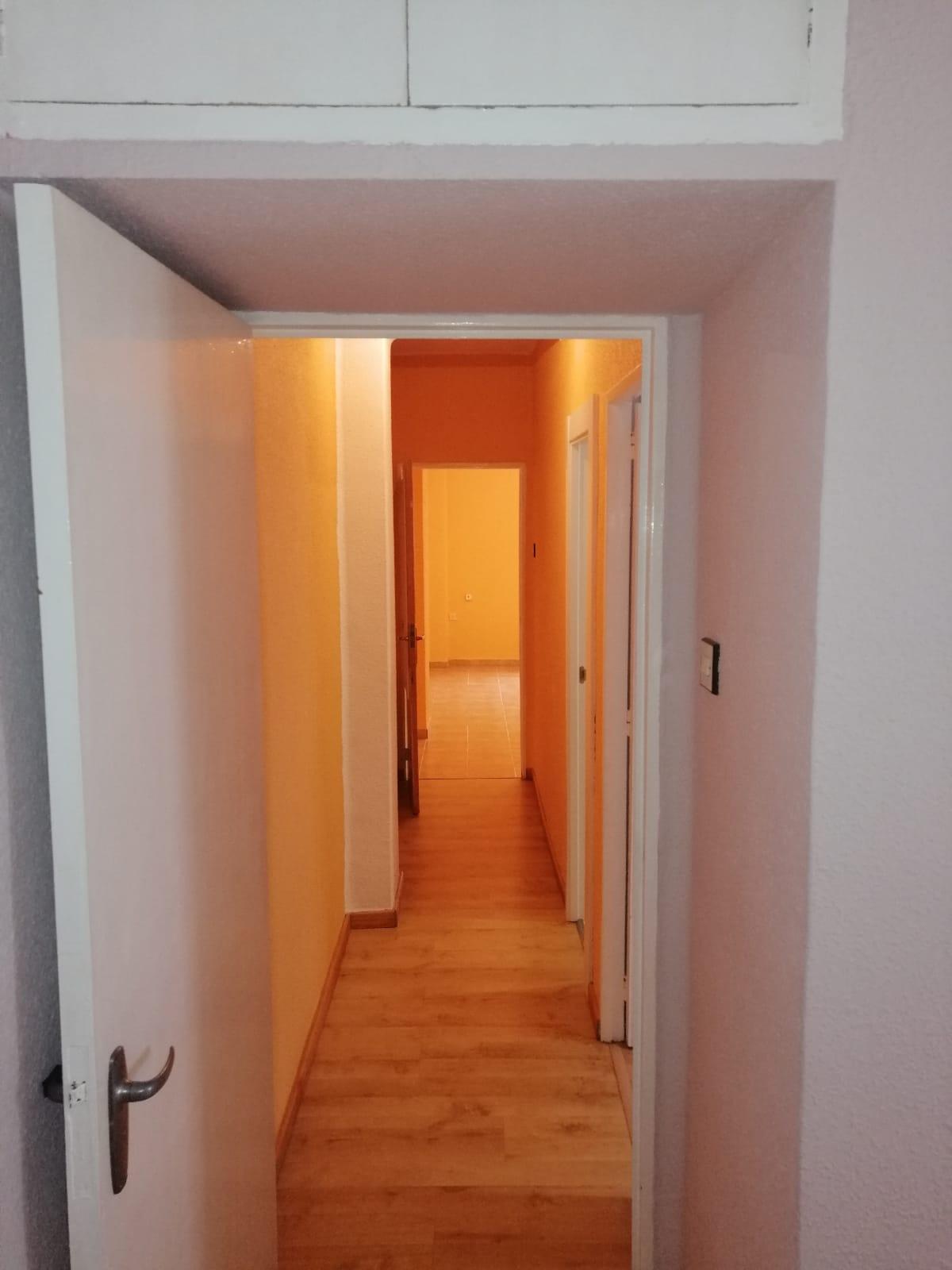 Piso de tres dormitorios junto a corte inglés (REF: 53) - foto 21 44d89df2-7639-41fb-afe4-bc92484ca7dc.jpg
