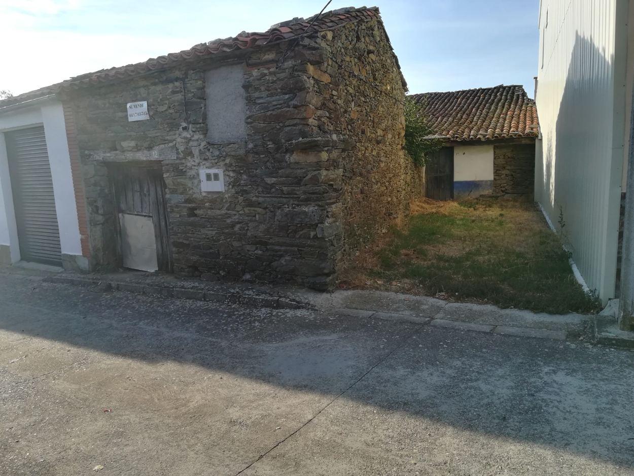 CASA DE PUEBLO CON PATIO EN CASAFRANCA (REF: 203) - foto 4 676319b5-91b9-48da-94ea-23a4707d4ed4.jpg