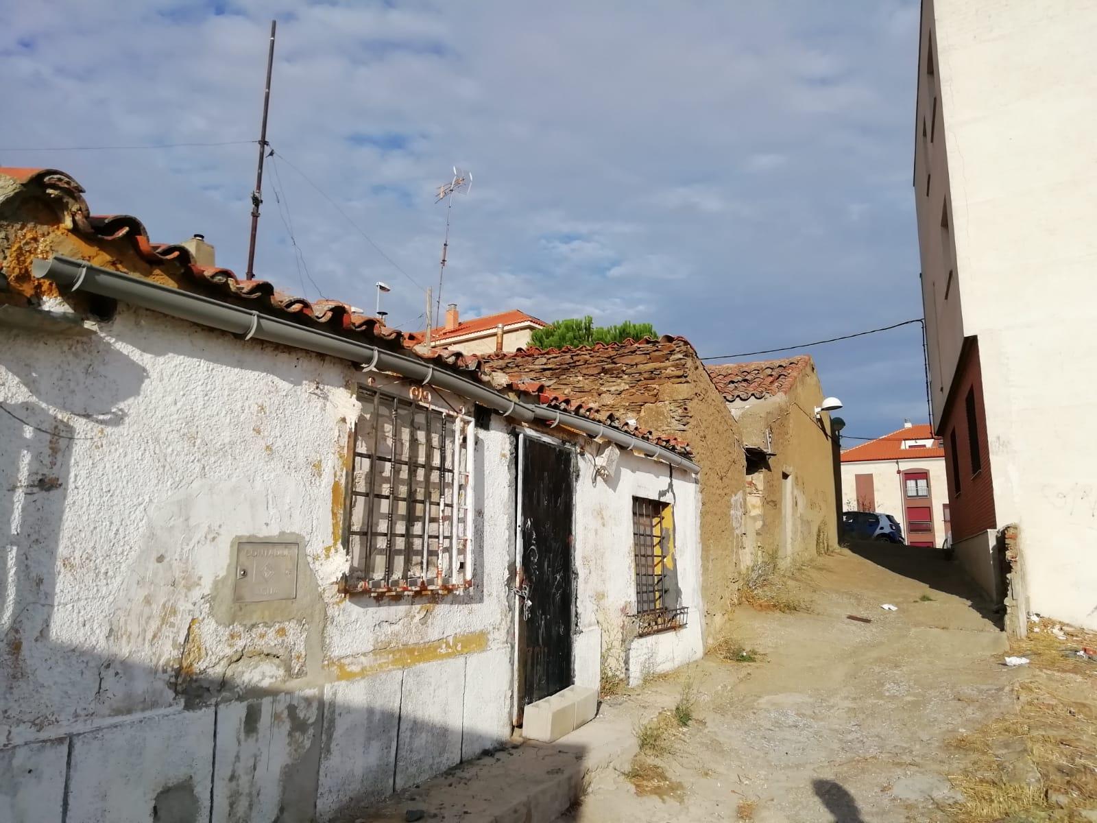 CASA PARA DERRUIR EN ZONA CEMENTERIO (REF: CORR-1) - foto 3 a76b0898-dabe-47e7-968b-a60c7602c8ae.jpg