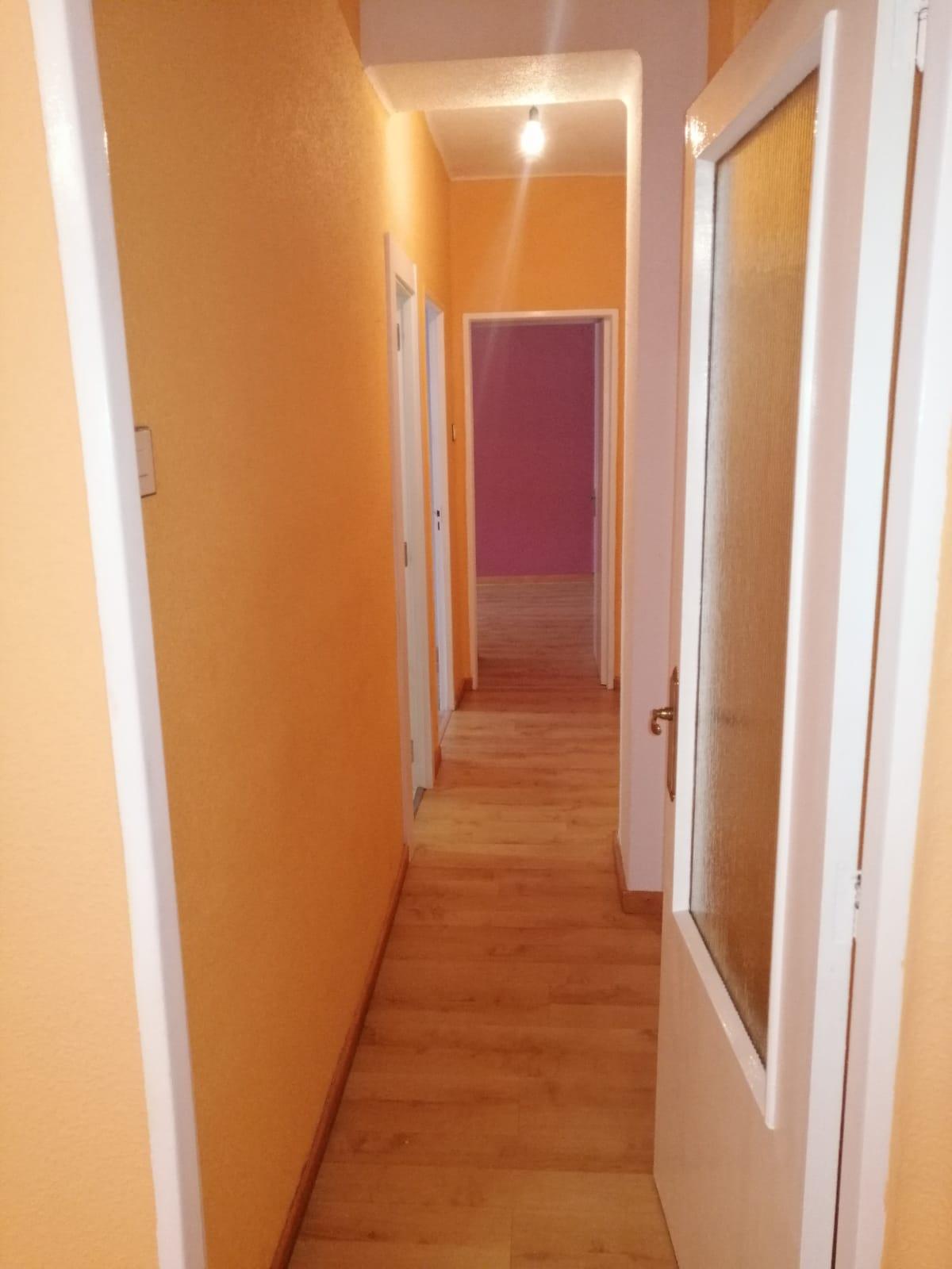 Piso de tres dormitorios junto a corte inglés (REF: 53) - foto 12 cfbcedc2-a40a-48ec-a529-3a21406a047d.jpg