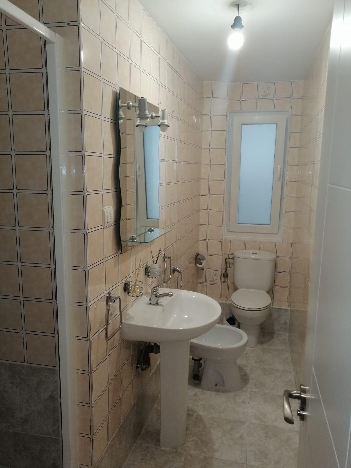 Piso de tres dormitorios junto a corte inglés (REF: 53) - foto 5 f595da76-5f5b-4631-baf2-b92e212ce1e9.jpg